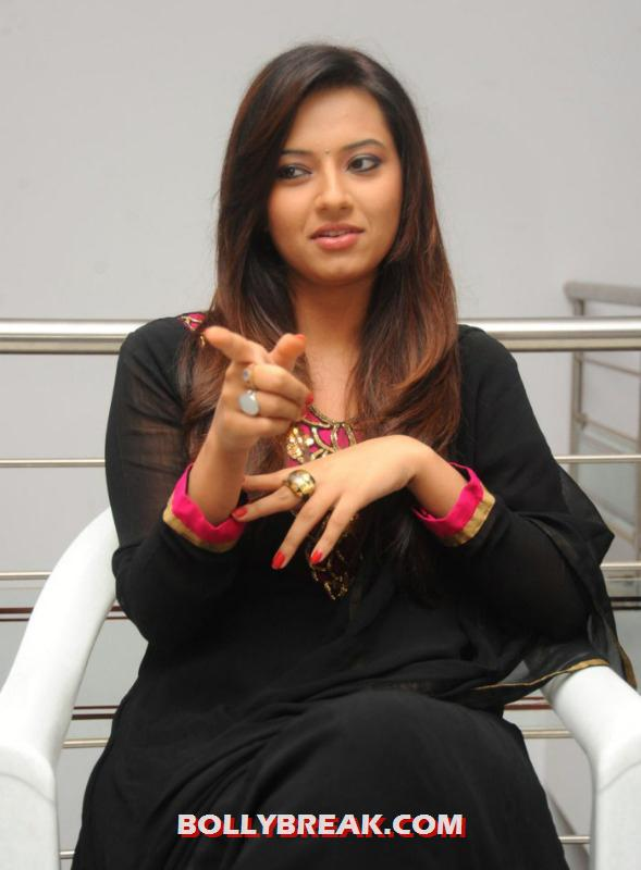Isha chawla looking sensational in black suit and red nail polish - (3) - Isha chawla photos in black suit