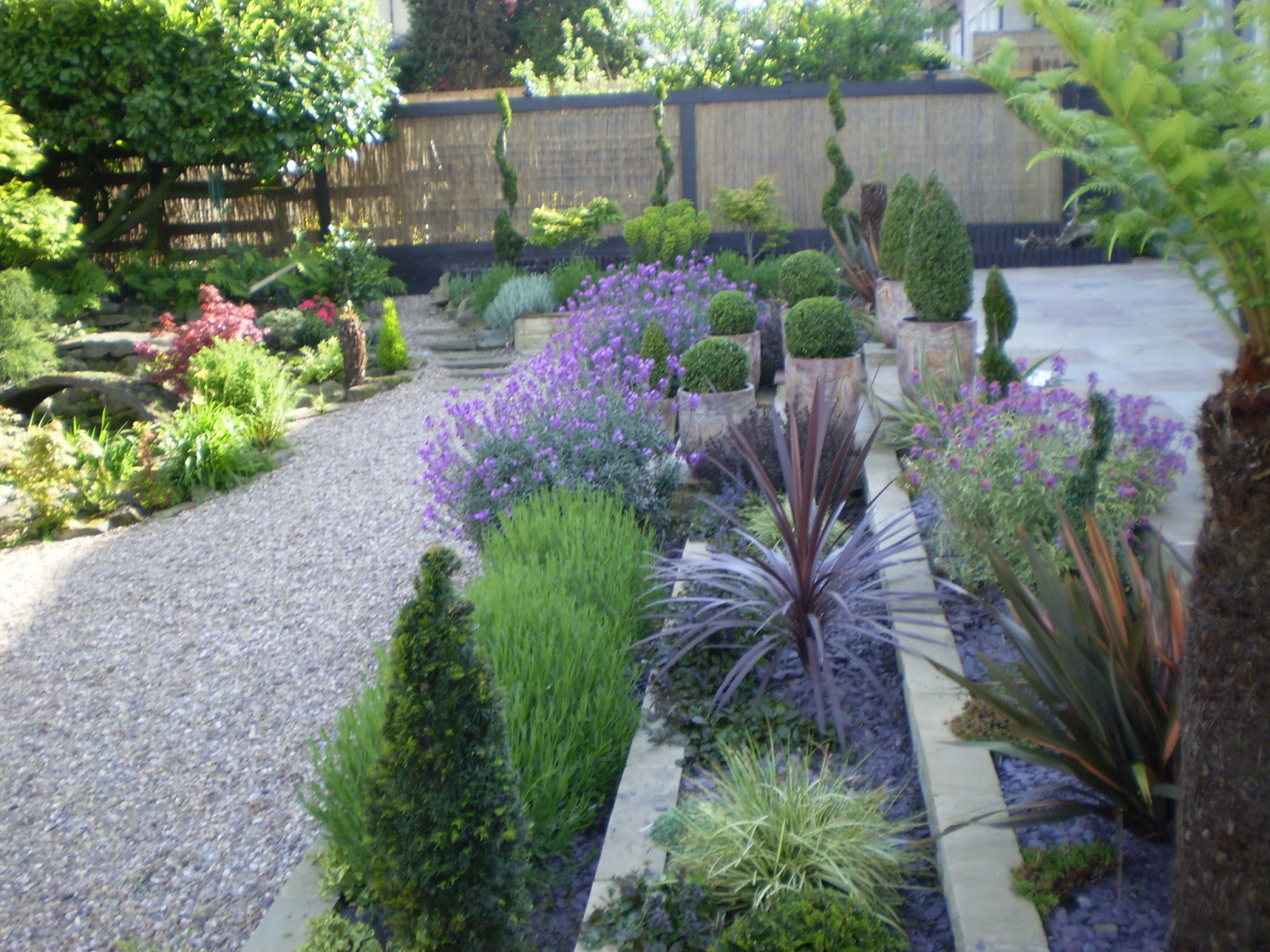 Small garden design small garden design how to get started for Simple garden designs for small gardens