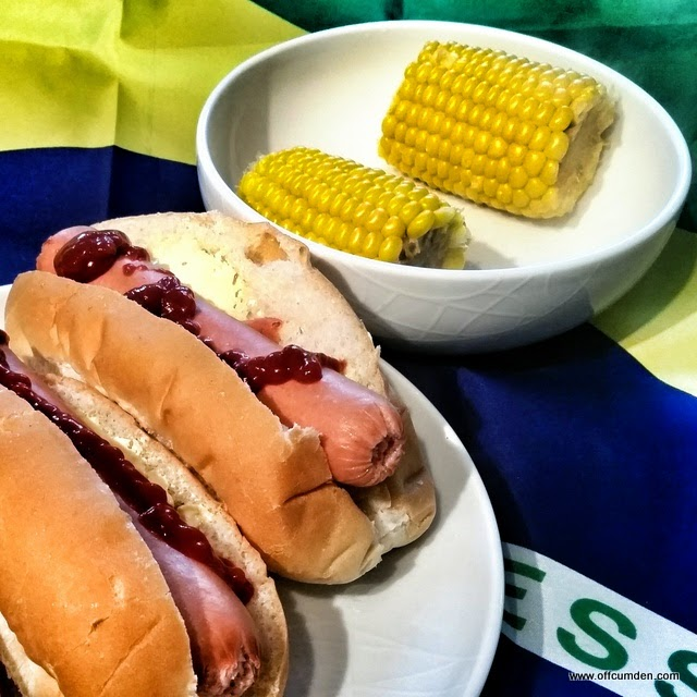 Hot dogs and sweetcorn