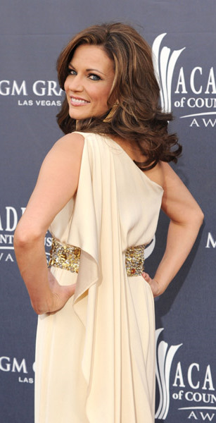 Martina McBride looks like a Grecian Goddess in her ivory embellished ...