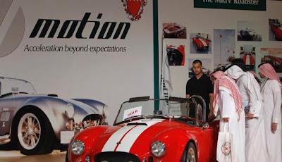 gambar mobil mewah antik di pameran mobil arab saudi