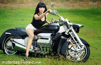 Honda-Valkyrie-Rune-1800-hd-tricycle-model-motorcycle-High-Definition-asian