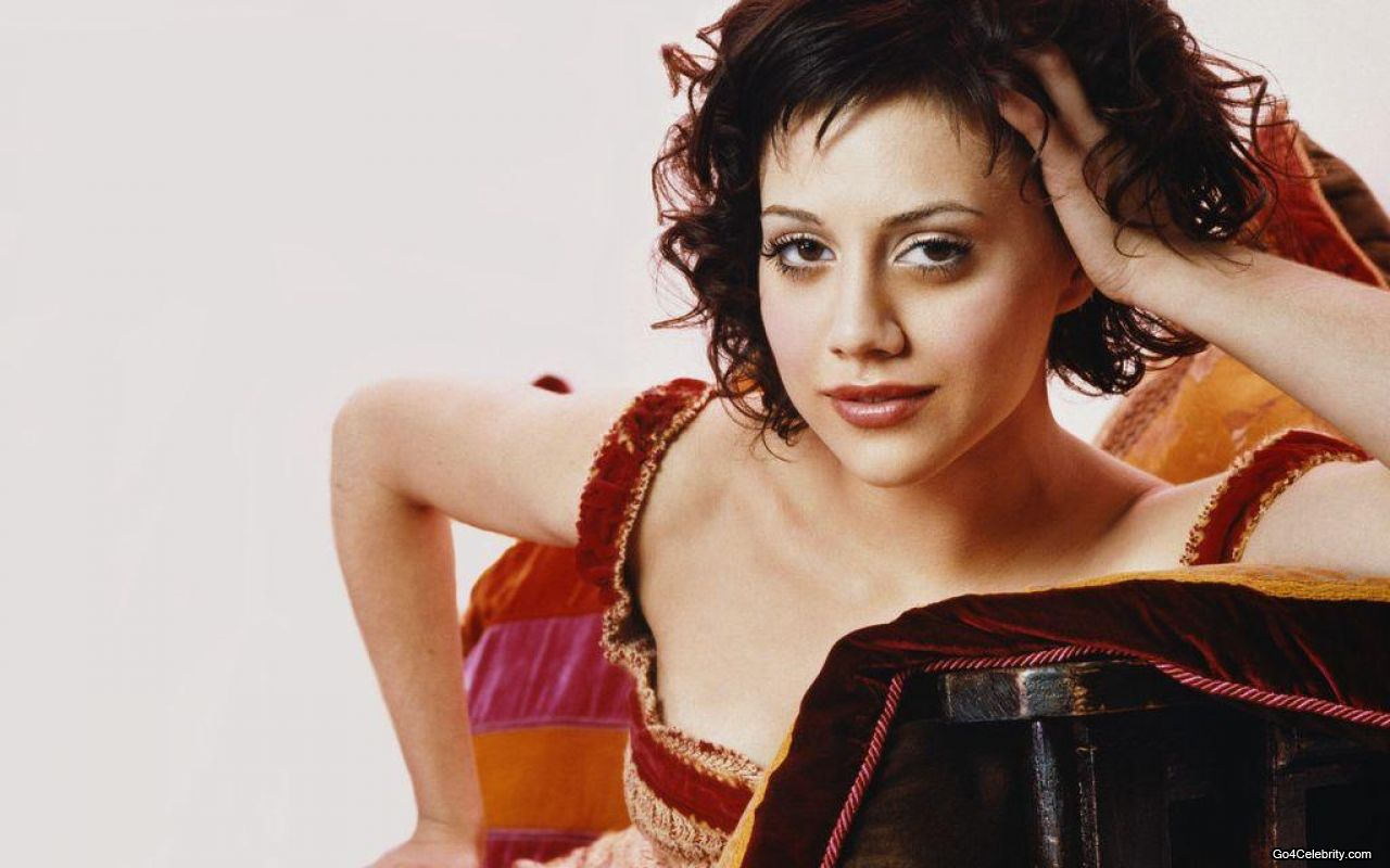 Brittany murphy short dark hair 71 i would like to be happy and