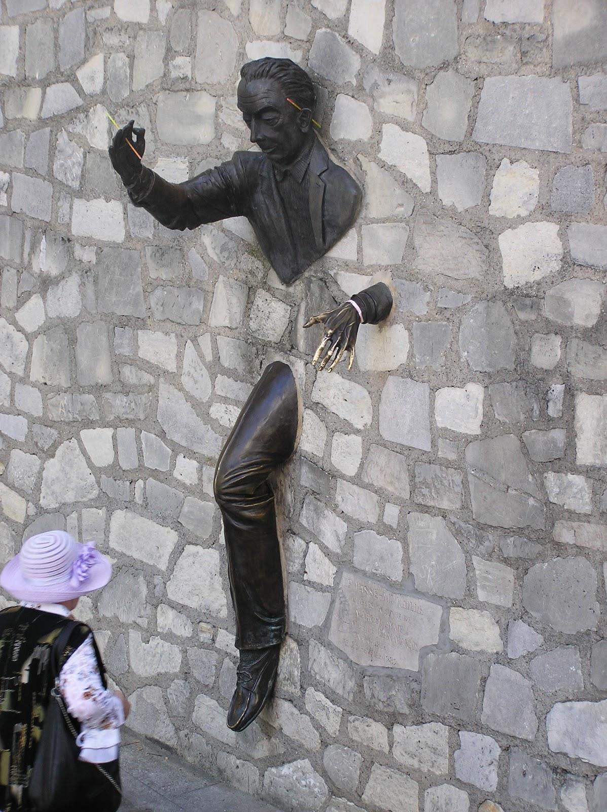 Čudne statue širom sveta - Page 5 Sculpture_Salvidor_Dali