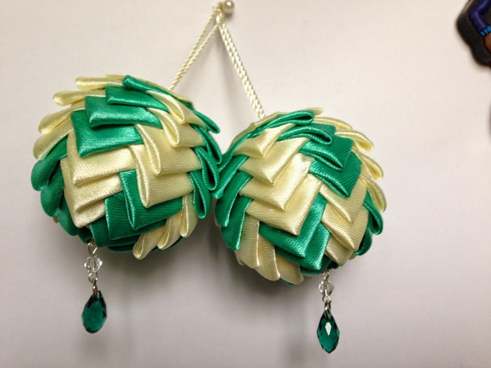 шар из лент, шишка из лент, шар канзаши, шишка канзаши, новогодний шар своими руками
