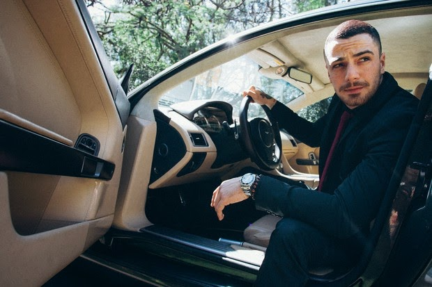 Felipe Titto encarna James Bond para editorial de moda