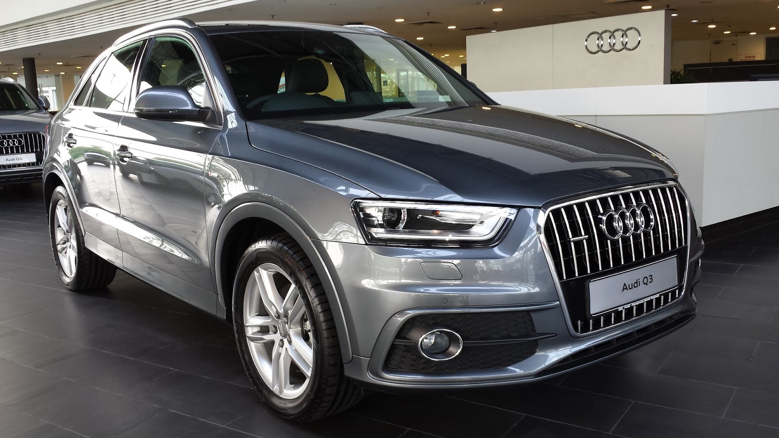 the layman auto before the new audi q3 the existing luxury. Black Bedroom Furniture Sets. Home Design Ideas