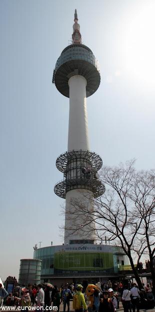 Torre N de la montaña Namsan de Seúl