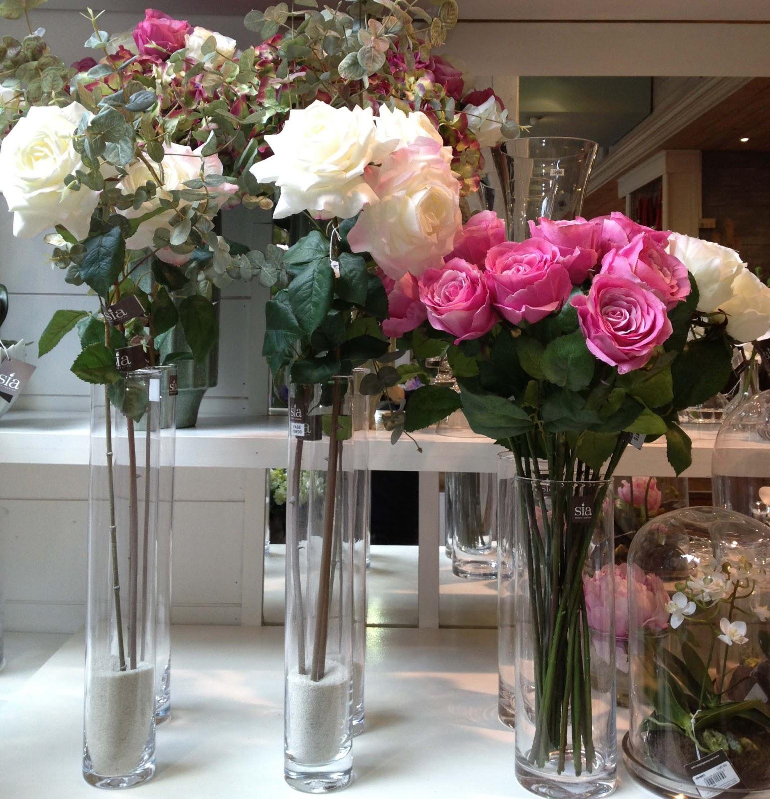 Ellen desforges des brass es de roses artificielles sia pour un crin d 39 - Sia fleurs artificielles ...