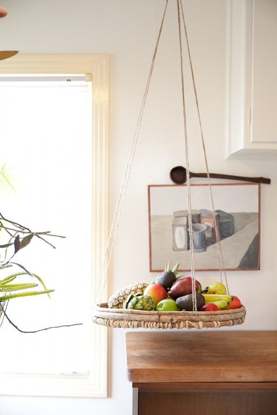 5 creative kitchen storage ideas you can diy | The hanging basket storage. Image via Refinery 29.