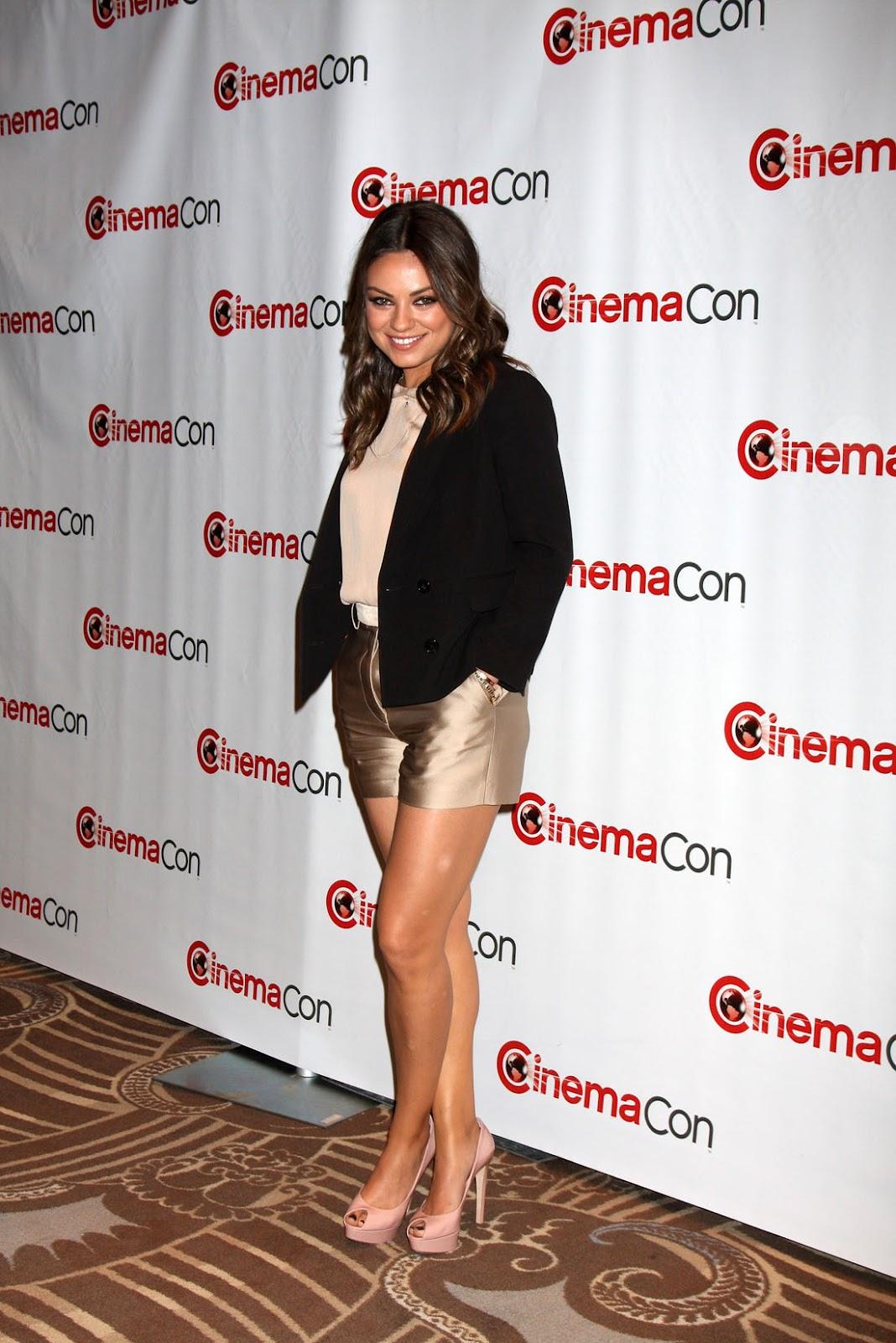 http://3.bp.blogspot.com/-r7FVCw5ycoA/T5m2zSERu3I/AAAAAAAAHN0/EUdzVkZ62xY/s1600/mila_kunis_shorts_legs_12.jpg