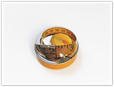 Måttband i en liten ask