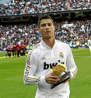 Cristiano Ronaldo with the golden boot at the Bernabeu stadium