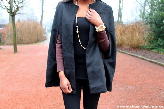 Elegantes schwarzes Cape