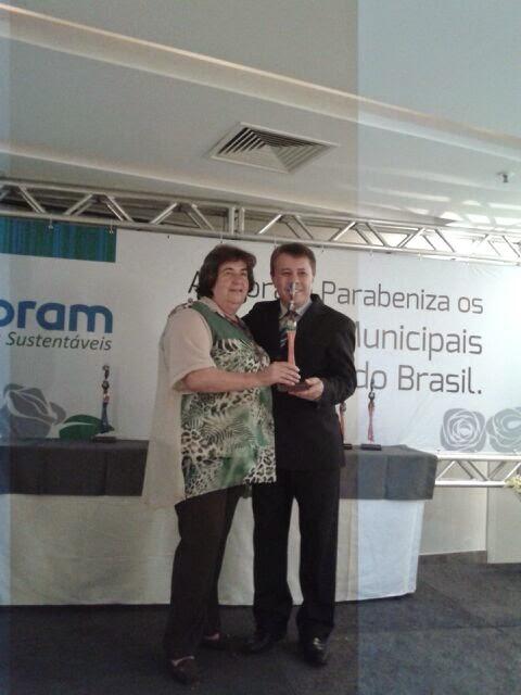Secretária de Desenvolvimento Social, Graça Granito, recebe troféu Vivência Social' 2014