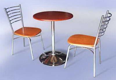 mesa con dos sillas para café
