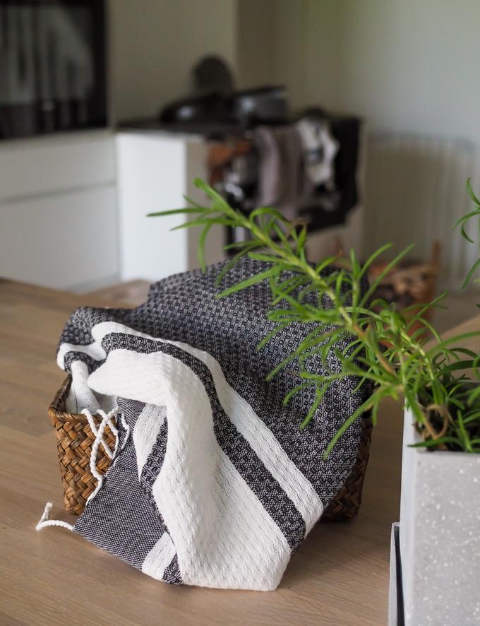hamam pyyhe keittiöliinana, hamam keittiö, mustavalkoinen käsipyyhe. Kotilaituri käsipyyhe hamampyyhe verkkokauppa