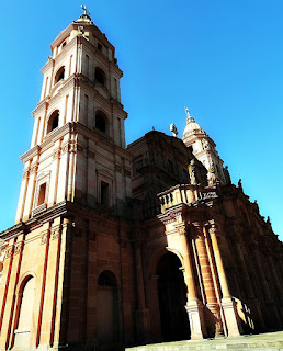 Fachada e torre esquerda da Catedral Angelopolitana, em Santo Ângelo.