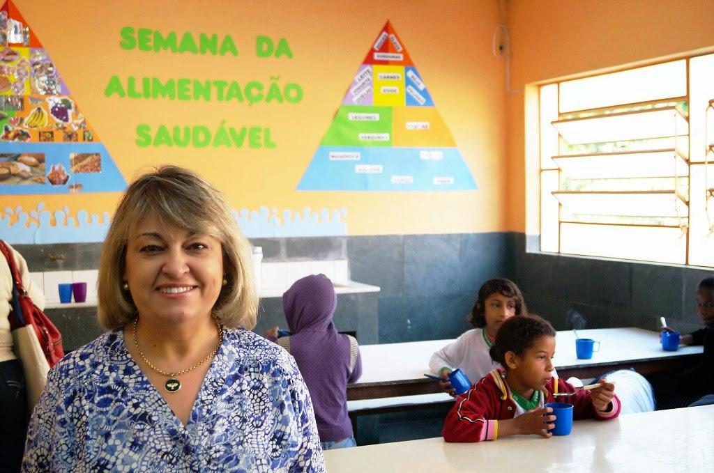 A diretora Rosana da Rocha Mendes incentiva a alimentação saudável durante todo o ano na escola