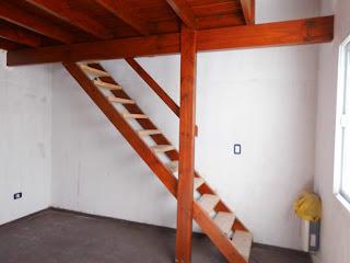 Entrepisos de madera escaleras for Como hacer una escalera para un entrepiso