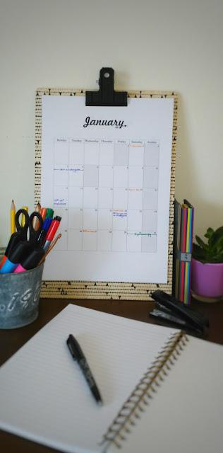 https://julesmoody.wordpress.com/2015/10/10/freebie-kalender-2016-zum-ausdrucken/