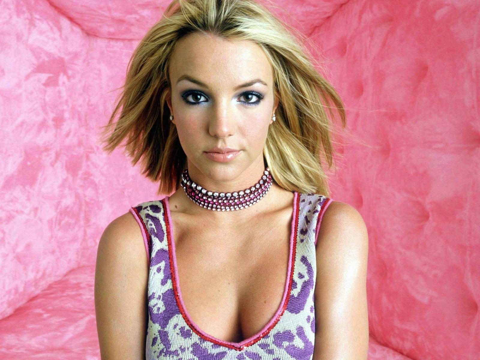 http://3.bp.blogspot.com/-r9-c00YS0To/TyiMoE8QJRI/AAAAAAAAJr0/YYOGES2px6E/s1600/Britney_Spears_0245_1600X1200_Wallpaper.jpg
