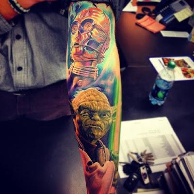 Tatuagem do Yoda e C3PO