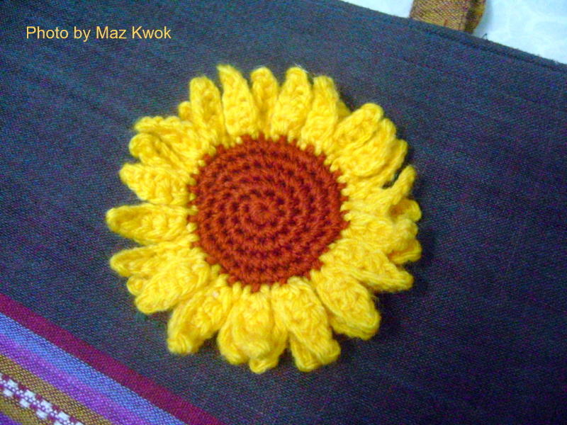 Sunflower applique - free crochet pattern