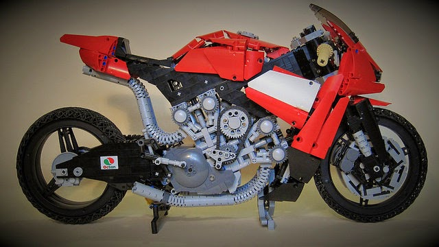 lego technic motorcycles giant lego ducati by kieran chamberlain. Black Bedroom Furniture Sets. Home Design Ideas