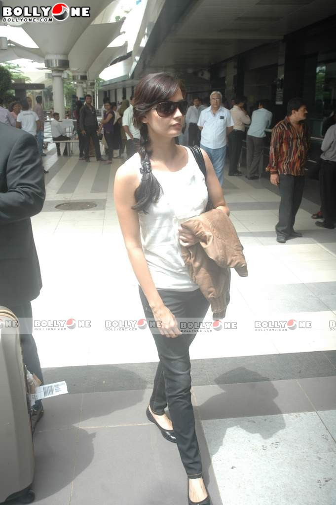 Dia Mirza Return From IIFA 2011