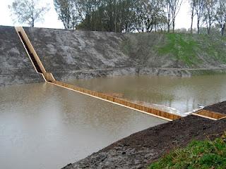 Unik, Jembatan Dalam Air Di Fort De Roovere Belanda [ www.BlogApaAja.com ]