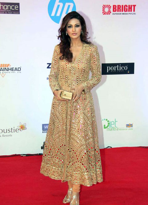 Sonali Bendre Suit Salwaar Kammez - Sonali in beautiful Suit Salwaar Kameez