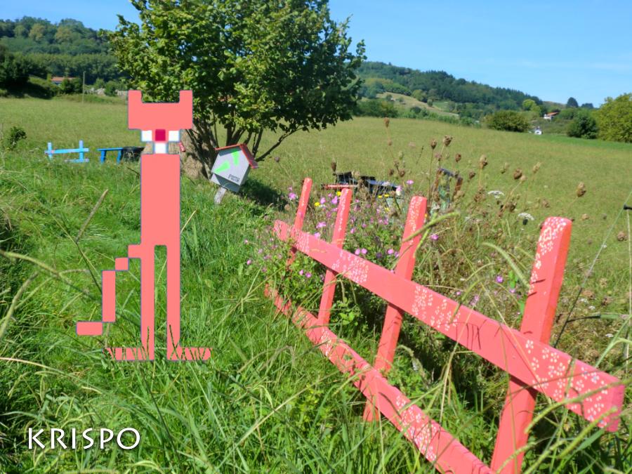 fotomontaje de la pantera rosa pixelada en el campo
