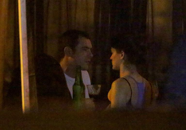 Namoro ! Sérgio Guizé e Bianca Bin são flagrados em festa em clima de romance