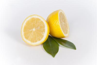 ¿Por qué hacemos gestos al chupar un limón?