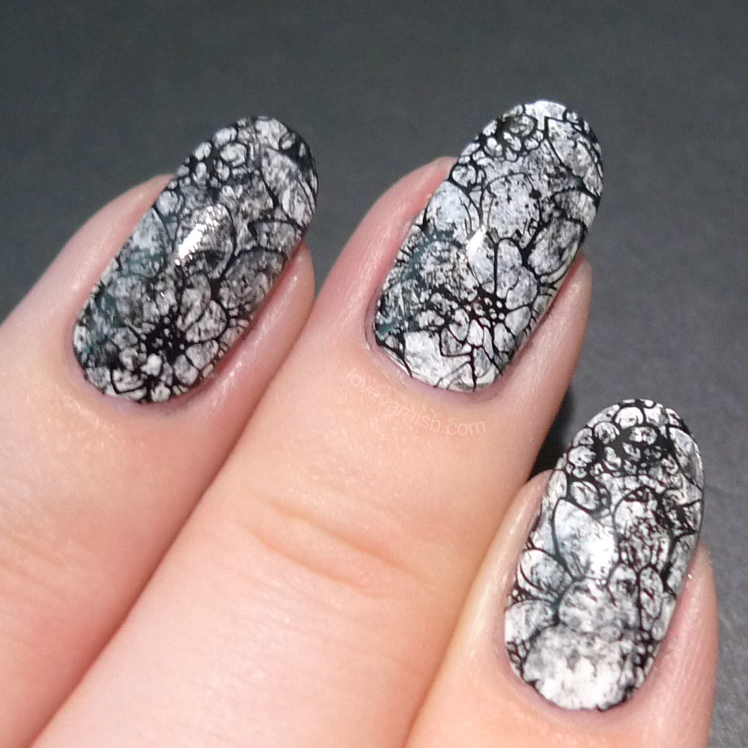 Love Varnish: Black & White nail art inspired by Nails by Cassis