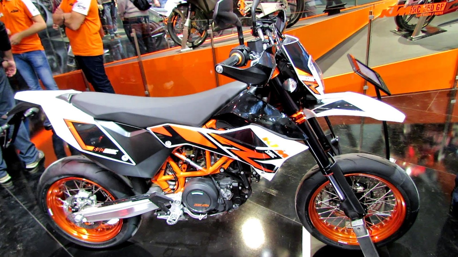 KTM 690 Supermoto Sports Bikes Gallery
