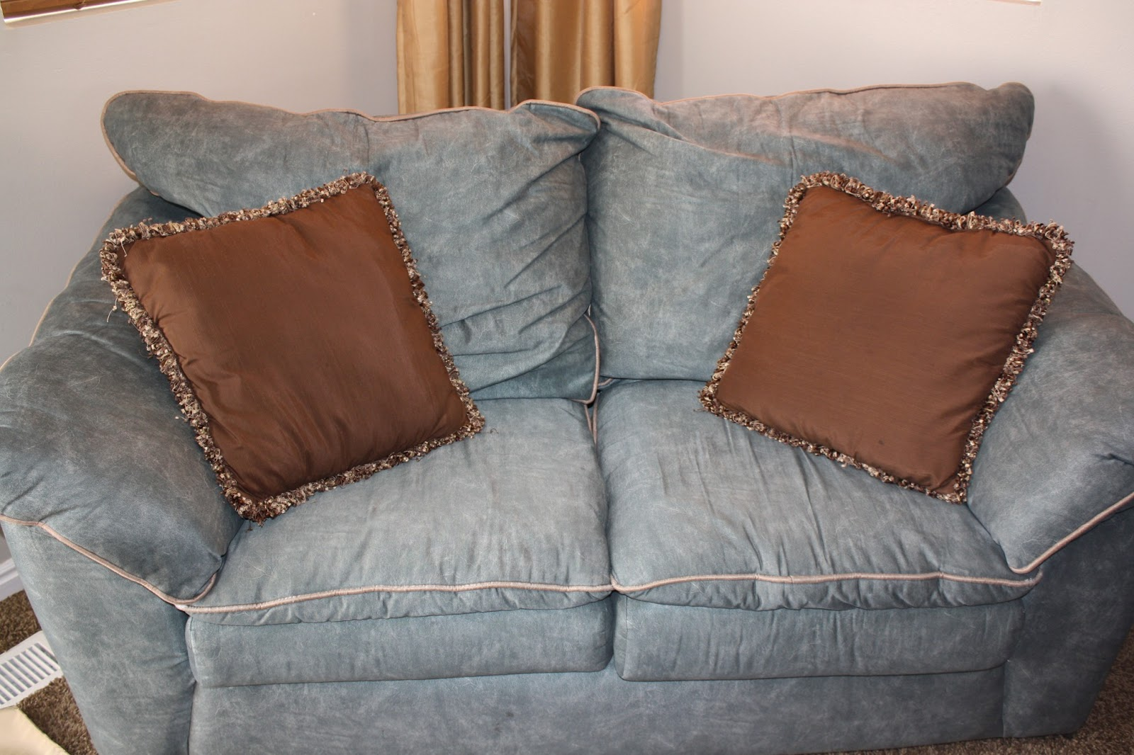 iu0027m not gonna lie my sofa set is kinda ugly itu0027s not horrible so that is why i say itu0027s only uglyish weu0027ve had this for 10 years