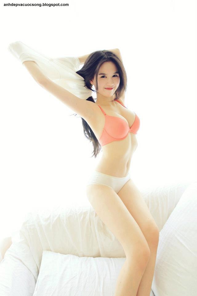 Người mẫu Ngọc Trinh nóng bỏng đến từng centimeta