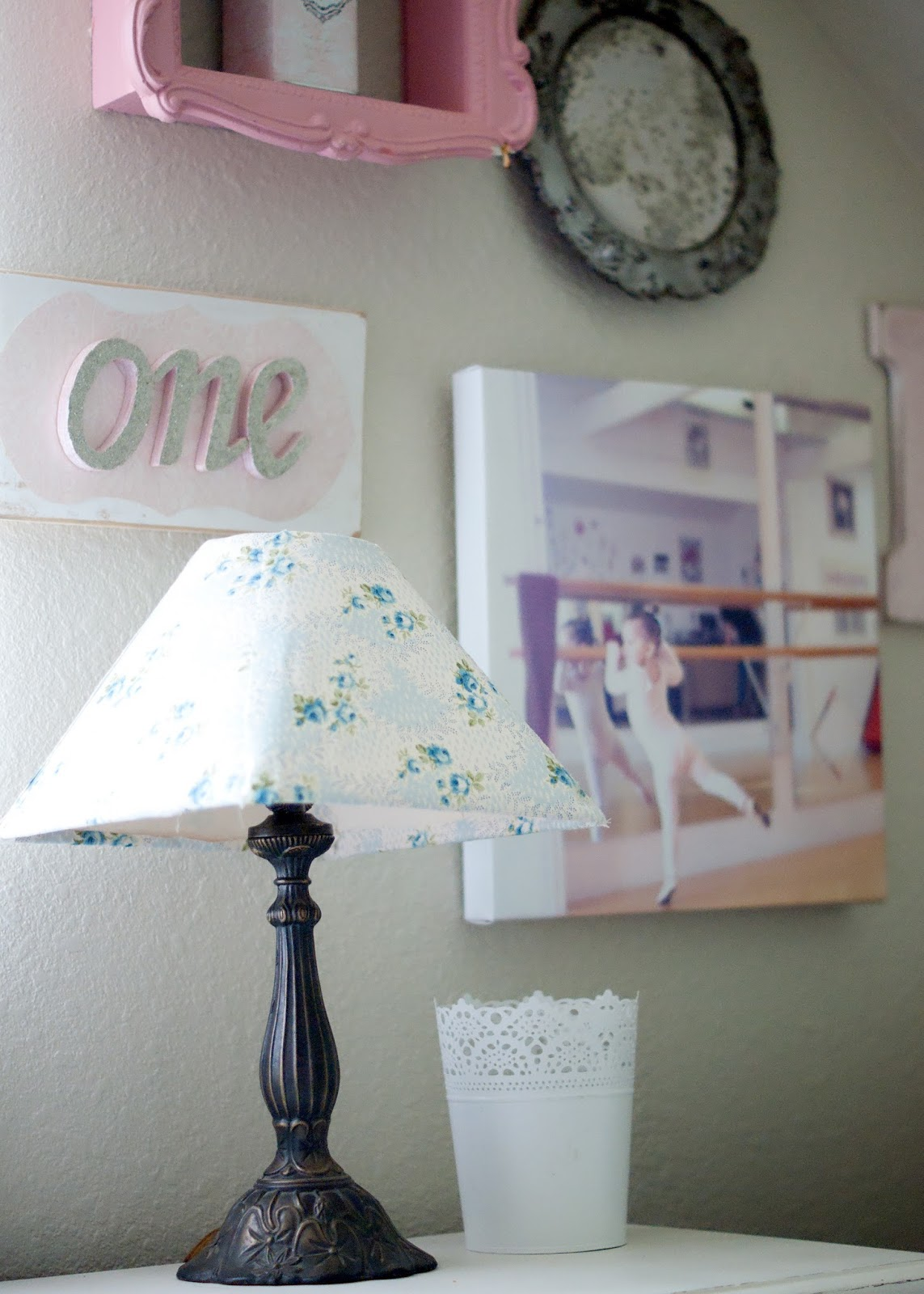 Gallery wall, vintage lamp, ballerina canvas