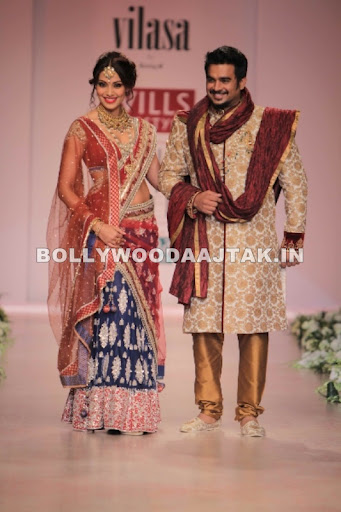 1 - Bipasha Basu and Madhavan walk for designer Rocky S show