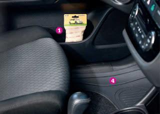 Komplet dywaników PVC do samochodu z wykładziną z Biedronki