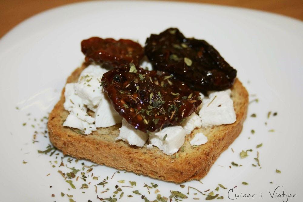 http://cuinariviatjar.blogspot.com.es/2014/06/tostas-de-queso-de-cabra-y-tomate.html