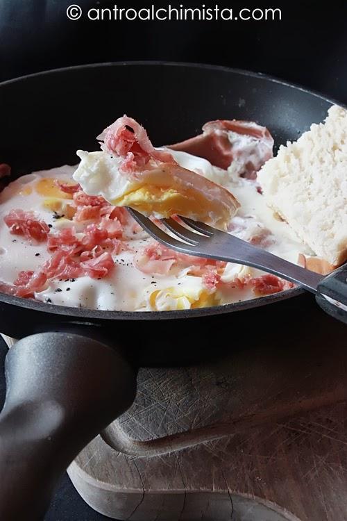 uova al tegamino con prosciutto crudo
