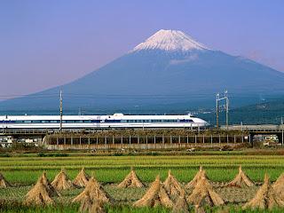 Фудзияма и поезд Шинкансен