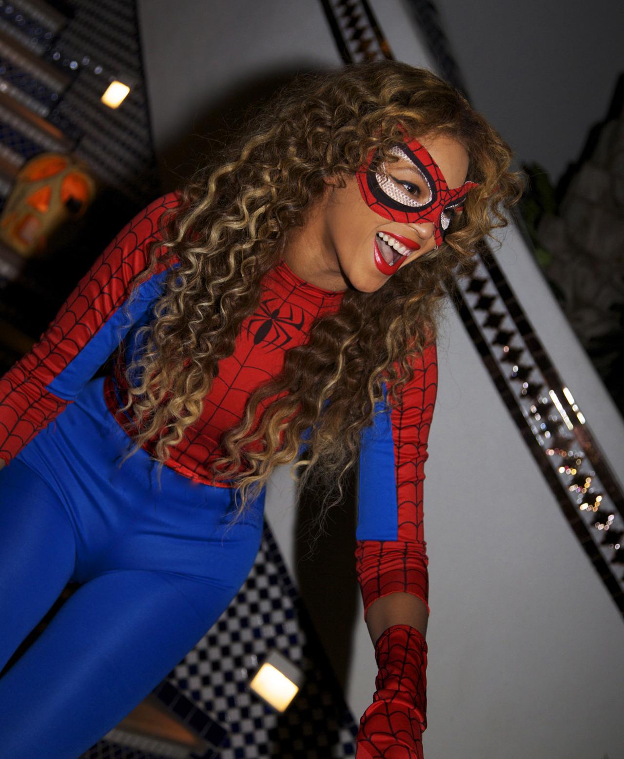 http://3.bp.blogspot.com/-rCs0WIjvXFU/T3_-WOeO-HI/AAAAAAAAHTU/aHfMjpkVchI/s1600/Beyonce-FANCY-DRESS.jpg