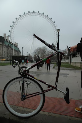 "<img src=""http://www.estoyenlondres.com"" alt=""El ojo de Londres""/>"