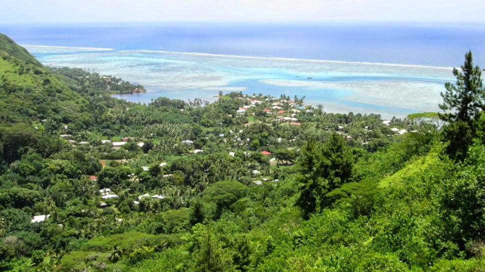 Papetoai et le lagon depuis la montagne magique de Moorea en Polynésie française