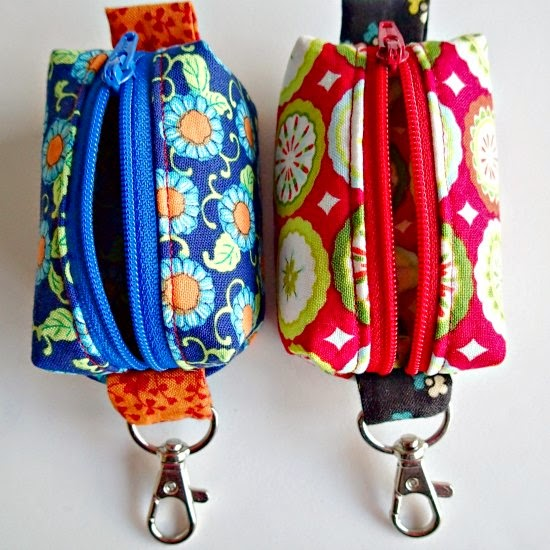 http://so-sew-easy.com/teeny-tiny-zipper-pouches-christmas/