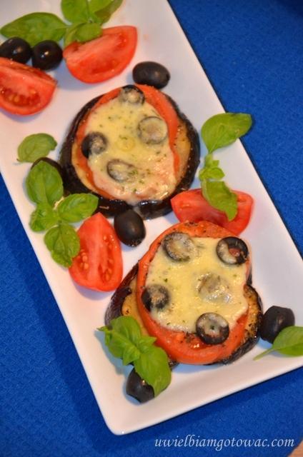 Bakłażan zapiekany z mozarellą i pomidorami